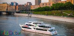 Прогулка на яхте-ресторане «Palma De Сочи» по Москве-реке за полцены