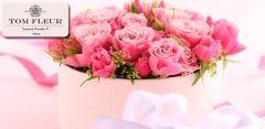 Букеты из свежих роз или тюльпанов, композиции с макарунами в коробке, не только