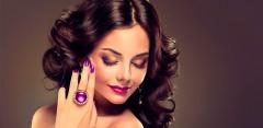 Услуги салона красоты Diva'Studios: маникюр и педикюр, стрижка, лечение волос