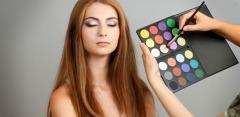 «Повседневный макияж», «Сама себе визажист» и другие курсы в школе «8 марта»